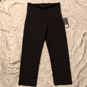 SM Black Old Navy crop leggings. New with tags